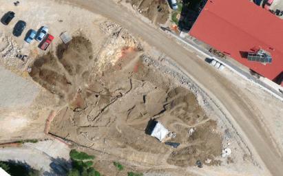 Τμήμα ενός οικισμού της Εποχής του Χαλκού έφεραν στο φως οι ανασκαφές που πραγματοποιούνται στην περιοχή του Πλαταμώνα, στο πλαίσιο της κατασκευής της νέας εθνικής οδού