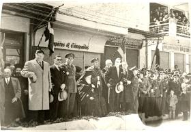 1958: Παρέλαση - Η εξέδρα των αρχών του τόπου