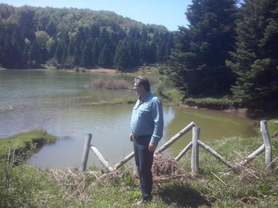 Εικ. 11 Το σημείο στο οποίο τα στοιχεία της λίμνης πήραν την προσφορά τους από τους ανθρώπους και η λίμν