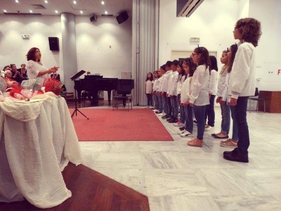 Η παιδική   νεανική χορωδία του Δημοτικού Ωδείου Κατερίνης στο 1ο ... 3ec736400ff